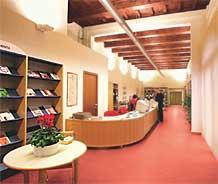 Area accoglienza della biblioteca
