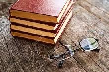 Libri su un tavolo