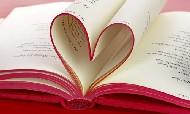 Pagine arrotolate di un libro che formano un cuore