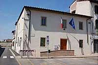 Facciata del palazzo in piazza Ballerini con entrata di accesso agli uffici - Foto ufficio stampa