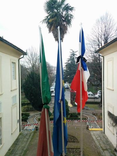 bandiere a lutto