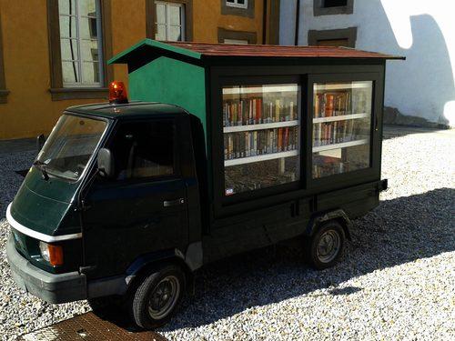 "La Pina, ""biblioteca viaggiante"""