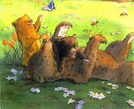 Orsi e orsetti che giocano